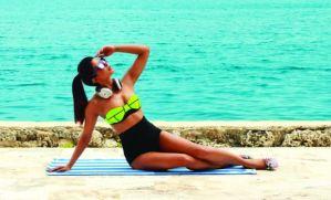 Priyanka-Chopra-swimsuit-sexy